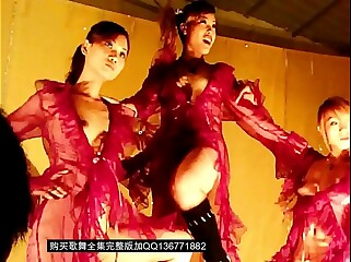 舞台美女群魔乱舞露逼扭屁股跳舞歌舞团脱衣舞演出