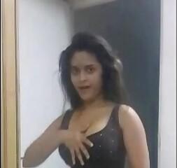 Sexy Indian Babe Navneeta Dancing Shaking BigTits