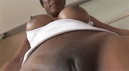 Busty mature ebony babe in tight spandex cameltoe tease