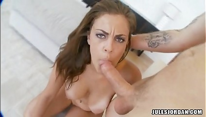 Babe Katie Cummings Gets The Perfect Popshot