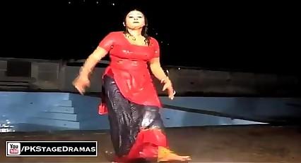new rain mujra salwar utar rahi hai