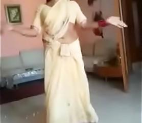 ఆంటి సెక్సీ నృత్యం