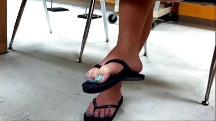 3451394 candid 18yo feet flip flops in class