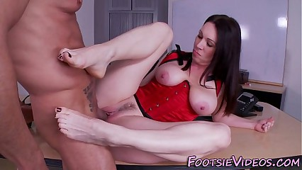 Milf gets feet spunked