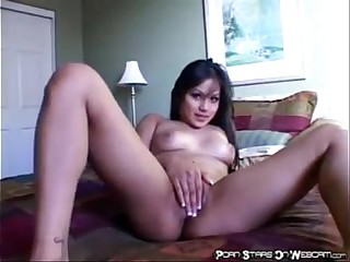asian-hoe-fingering-her-pussy.