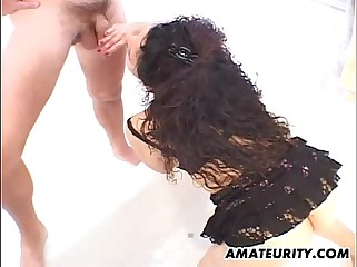Amateur girlfriend gives handjob with facial cumshot