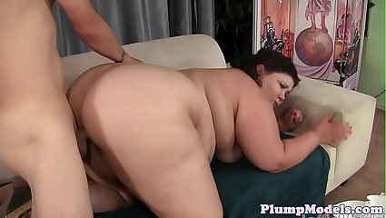Highheeled plumper sucking and banging