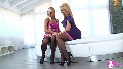 Viv Thomas Lesbian HD - Hot blondes making out on the living room