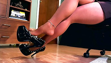 Erotic hypnotist using her high heel to mesmerize