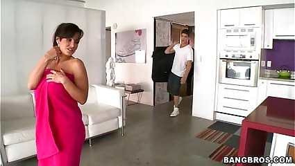 Lisa Ann Hot Workout MILF