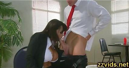 Sexy Lisa Ann blows big cock