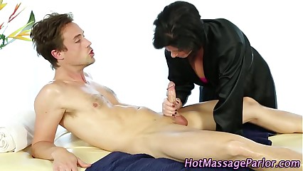 Massage babe gets licked and sucks