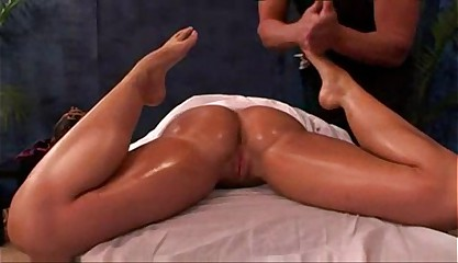 kelly divine massage
