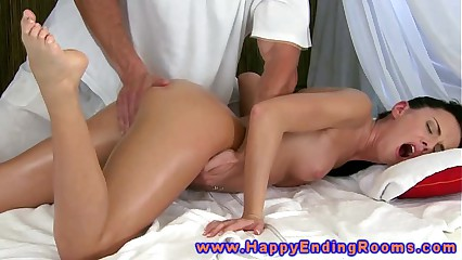 Model client gets massage and fingered before sucking