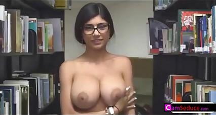 Mia Khalifa Pussy Play on Cam