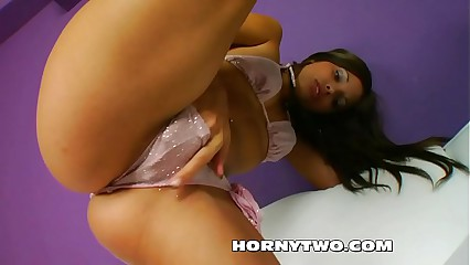 Mini Teen amateur loves get giant glas dildo in wet pussy and squirts hard long