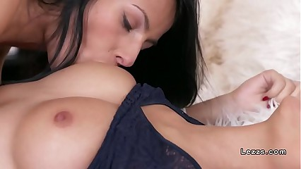 Brunette and Asian lesbians licking to orgasm