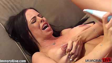 Brandy Aniston is back on cam to rise your large cock!
