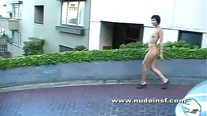 Nude in San Francisco: Marie naked on Lombard