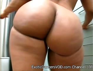 Big Ass Stripper BEAUTIFUL Gets Nude