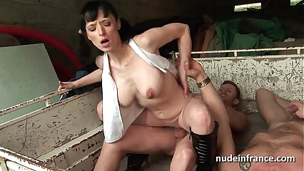 busty amateur mature hard anal fucked in threesome outdoor