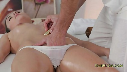 Masseur oils andbangs hot brunette on table