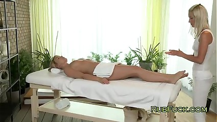 Blonde gets feet massage and pussy lick