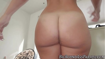 Big booty hottie gets rod