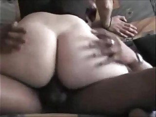 Amateur Booty Wife Hooks up with Black Guy
