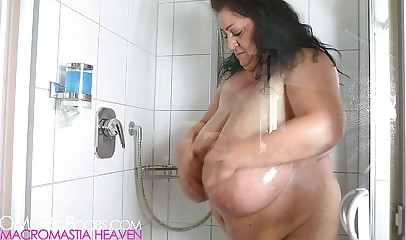 Big plumper mom showers