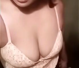 Desi cute girl shweta boobs selfie - FreeHDx.Com