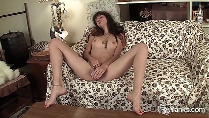 Brunette Yanks Babe Willow Orgasms