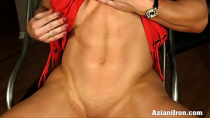 Aziani Iron Brandi Mae female bodybuilder gets naked and play with her big clit