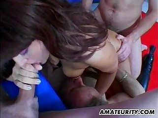 Amateur girlfriend threesome with cum eating