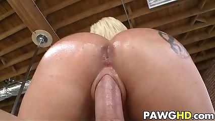 Dayna Vendetta has an huge ass