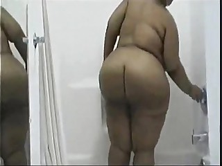 black bbw in shower - www.bbwcamsnow.com