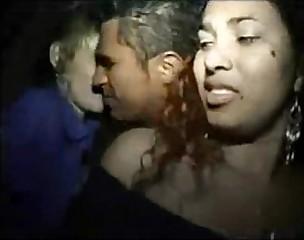 Noitada com duas putas safadas-www.sexolandia.org