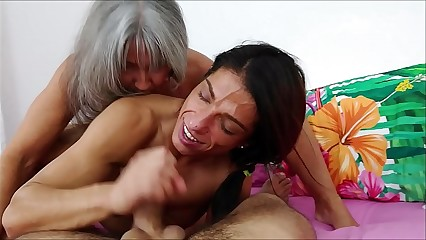 Threesome with Mom and sis