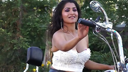 Desi Dhabi gets naked on Motorcycle MMS - Maya