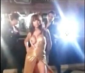 accidentally anushka sharma's boobs exposed during the shooting of bombay velvet