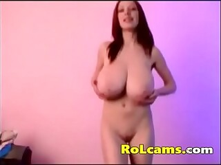 Bouncing natural beautiful tits on webcam