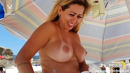 Bukakke Mirella Mansur Na Praia de Abricó Levando Porra a Galera vai a Loucura completo No Red !!!