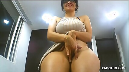 Big Ass Milf Chick Fingers Her Pussy On A Webcam