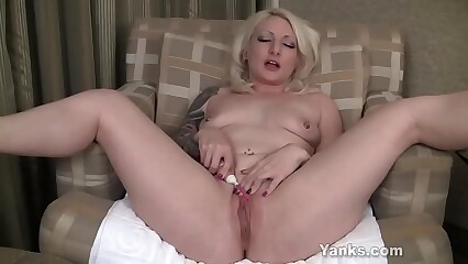 Yanks Blonde Olivia Rose Masturbating