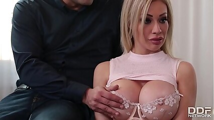 Busty slut Chessie Kay Deepthroats 4 Guys to get the job