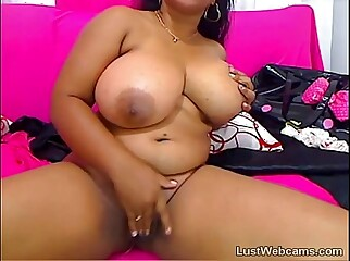 Chubby ebony babe with big tits masturbates on cam