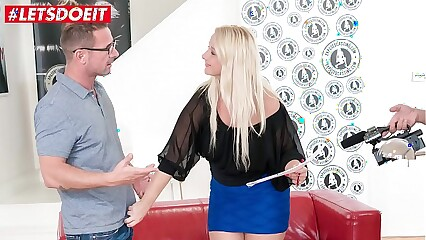 VIP SEX VAULT - Chubby Blonde Bambi Bell Rides a Big Cock At Casting
