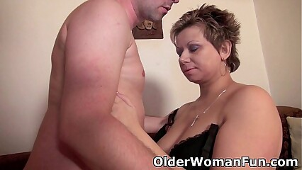 Mommy will drain your balls with her curvy body