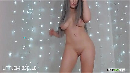 Cam girl from camskiwi.com strip ass dance