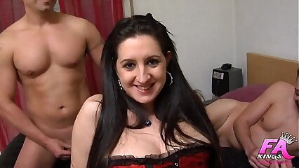 Sonia sex, ass-virgin, tries a double penetration for the first time